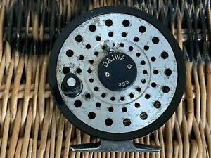 Daiwa 233 Classic 3.5 inch Ball Bearing Alloy Trout Fly Reel Quality from Japan