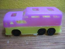 1/87 AUTOBUS  CAR TYPE GREYHOUND  PLASTIQUE ANNEES 60 JAUNE ET ROSE