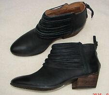 """Material Art""Clark's Women/Ladies Black Leather Ankle Boots size 4 D."