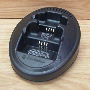 Motorola (NTN8103A) Dual Dock Radio Charging Base Only **READ**