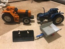 2 x Britains Farm Tractors 1:32 Scale New Holland 6635 & Renault 145-14 Trailer