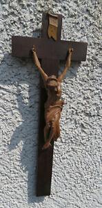 Wandkreuz / Kruzifix mit schön geschnitztem Corpus 38 x 14 cm
