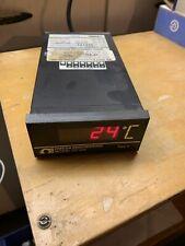 OMEGA ENGINEERING DP900 / DP900 W Manual Digital Temperature Indicator
