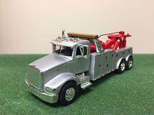 Speccast 1:64 Peterbilt 385 Wrecker Tow Truck Custom Silver & Red