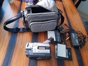 Sony Handycam CCD-TR950E Hi8 Camcorder - 8mm
