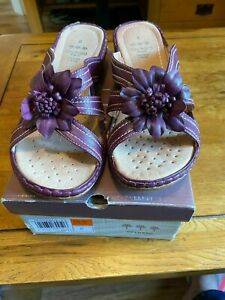 ORCHARD PURPLE SLIP ON SANDALS WITH PANSY SIZE 8 EEE