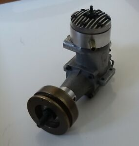 K&B VINTAGE TORPEDO 40 R/C Marine Engine,inclds Flywheel. Excellent cond for age