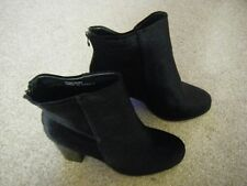 Ladies Black Faux Velvet Block Heeled Shoes Size 9 from New Look