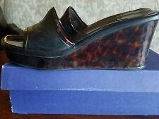 Stuart Weitzman 8 5N turtouise wedge sandal