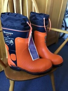 husqvarna chainsaw boots light 24 in unused condition