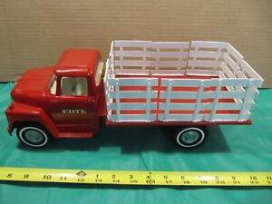 Vintage ERTL International IH 1600 Loadstar Stake Body Farm Truck Pressed Steel.