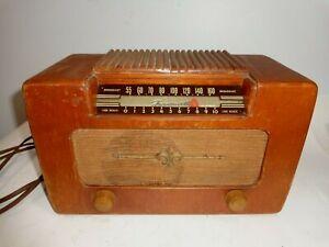VINTAGE 1946 WOOD TUBE FARNSWORTH RADIO MODEL ET-069