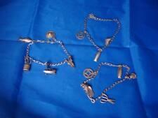 Colección de tres pulseras para mujer. Plata dorada. Adornos colgantes. Años 80