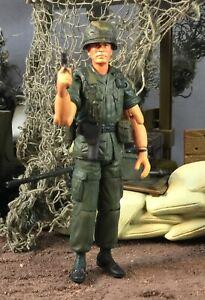 21st Century Toys Ultimate Soldier Vietnam Platoon Sgt Barnes Tom Berenger 1:18