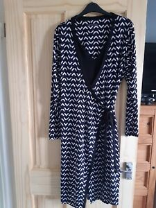Lovely Ladies Marks and Spencer Blue & Black Geometric Wrap Dress Size 16
