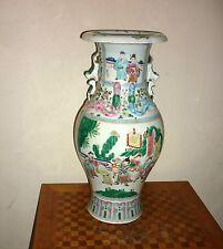 Grand vase en porcelaine de Chine à décor de personnages Fond blanc Canton XIX