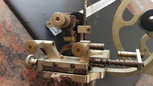 Tornio orologiaio per rettificare ruote