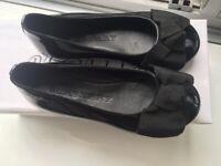 Burberry  Black Patent Leather Girls Size 9 uk/27 eu Pumps