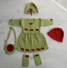 Handarbeit Baby 0 - 6 Monate Strickkleid Kinder + Mütze Tasche Strümpfe Winter
