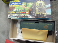 Vintage HO Scale Athearn 40' Railway Express REA Reefer Car Kit NIB 1609