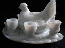 Service à oeufs en opaline Vallerysthal - poule et coquetiers sur plateau