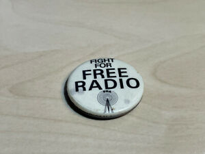 """Vintage (1960s) Fight For Free Radio FRA Pin Badge 1.25"""""""
