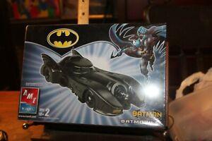 Vintage 2005 BATMAN ERTL Batmobile Sealed Model Kit