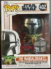 Внешний вид - Funko POP! Star Wars Mandalorian with Grogu w/ Pin CHROME 402 SE Exclusive