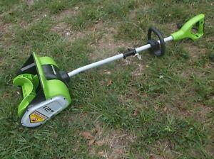 """Greenworks 12"""" 8 Amp Electric Snow Shovel"""