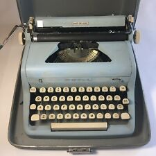 Vintage ROYAL QUIET DE LUXE Blue Teal Turquoise TYPEWRITER and CASE