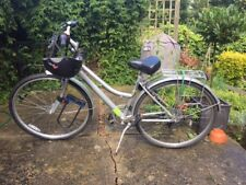 City bike in excellent conditions. Hardly used, comes with all the accessories