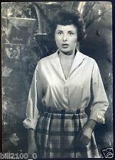 photo ancienne . Martine Chanel . le petit conservatoire de la chanson . 1960