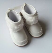 Crazy 8 Fuzzy White Boots Bow In Back Baby/Toddler Size 4 NEW Boots NEW