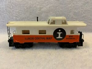 Tyco HO Scale Illinois Central Gulf 34' Caboose #2013