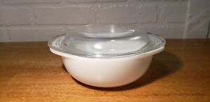 VINTAGE PYREX OPAL WHITE CASSEROLE DISH #022 WITH GLASS LID #682-022