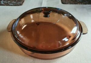 Vision Corning Ware France, Glass Casserole Pan with Lid, 24cm diameter.