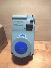 enchufe legrand P-17 056629 - Comb. Encl. 2P+T 32A 230V Ip55.