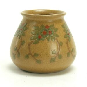 Marblehead Pottery floral decorated vase Arts & Crafts matte yellow green blue