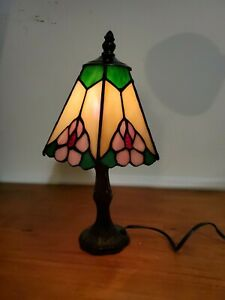 Tiffany Style Small Accent Table Lamp Beautiful Colors & Vintage Looking Style