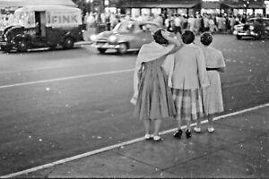 VTG 1950s 35MM NEGATIVE NYC STREET FASHION BRUNETTES BACK SHOT FINK VAN 268-26