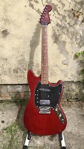 Eastwood Warren Ellis 6 Short Scale Mustang Style Guitar W/ Branded Hard Case