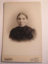 Dessau - Frau im Kleid - benannt: Meisen ?  - Portrait / KAB