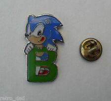 Sega Sonic The Hedgehog Mega Raro letterb Promo menta Esmalte Metal Pin Insignia Pins