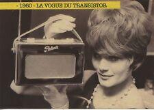 CARTE POSTALE PHOTO / 1960 LE VOGUE DU TRANSISTOR