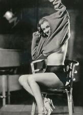 MARILYN MONROE Putting on Sweater Pin-Up 5x7 Photo (MMP-20)
