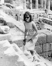 "JACQUELINE ""JACKIE"" KENNEDY ONASSIS IN GREECE 1963 - 8X10 PHOTO (AB-092)"