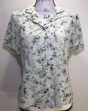 Casual Corner Button Front Sz 8 Light Green Floral Design Short Sleeve Fitted