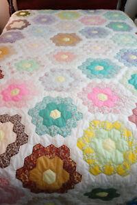 """Vintage Grandmothers Flower Garden Handmade Hand Stitched Quilt 106"""" x 74"""""""