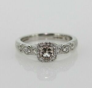 18ct White Gold Morganite 0.13ct Diamond Halo Engagement Ring (Size J 1/2, US 5)
