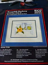 Kreuzstich Stickpackung Stickbild   RICO  Stillleben Gartenbank  Blumen und Krug